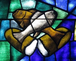 Saint_James_the_Greater_Catholic_Church_(Concord,_North_Carolina)_-_stained_glass,_loaves_&_fishes
